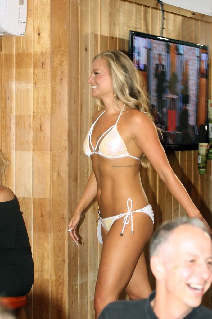This 2006 bikini hooters