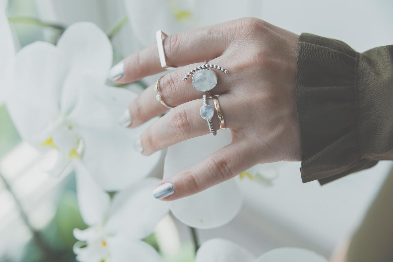 Olga Choi myblondegal fashion blogger South Korea Ольга Цой стилист байер Москва шоу-рум Styled Moscow H&M khaki ruffle sleeve dress Moonstone Magic rings-01002-2