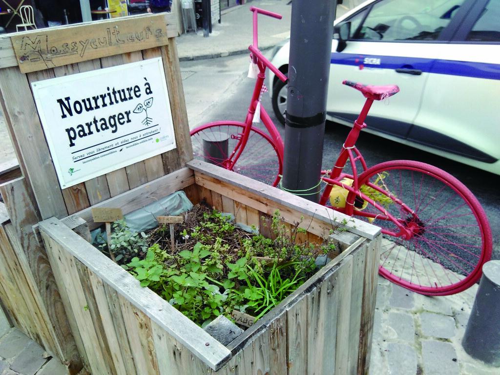 在法國的街上走著,時不時遇上一、兩個「分享菜圃」,以鼓勵附近居民共耕共享。