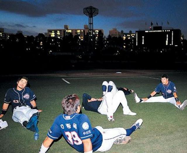 南韓2011年發生大停電,不只官員因此下台,當晚職棒賽事也被迫取消。(來源:朝鮮日報)