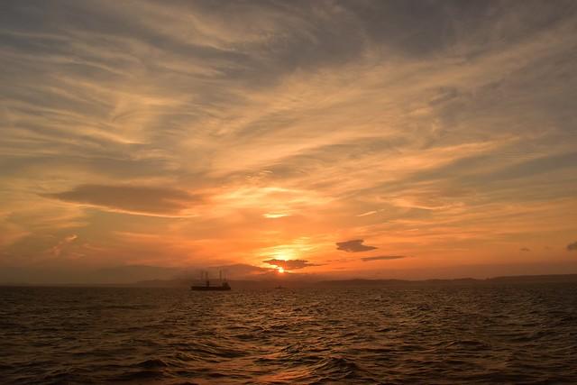 橘丸から眺める夕焼けの空