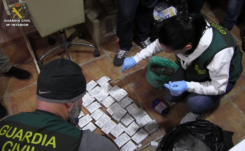 Coopération internationale : démantelement d'un trafic de produits dopants