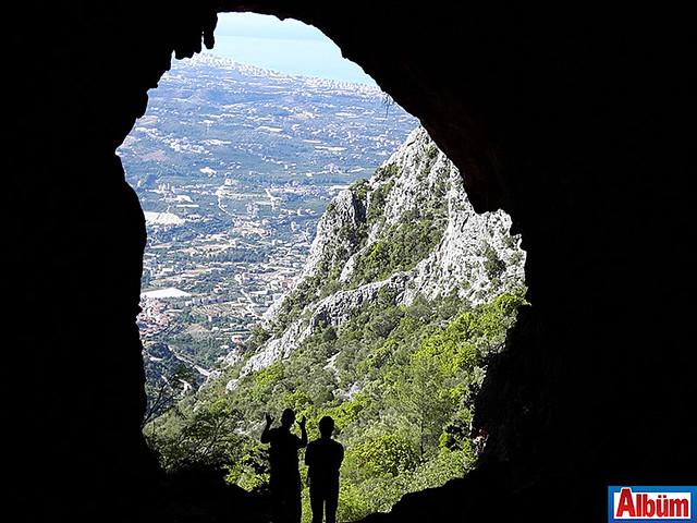 Karadelik Mağarası'ndan Alanya'ya bakış