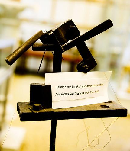 Handkraft krävdes till äldre tiders bockmaskin för hårnålar