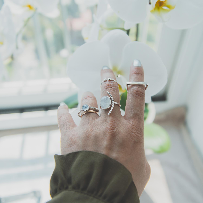 Olga Choi myblondegal fashion blogger South Korea Ольга Цой стилист байер Москва шоу-рум Styled Moscow H&M khaki ruffle sleeve dress Moonstone Magic rings-01013