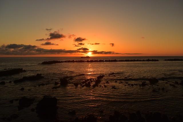八丈島・底土海岸からの朝日