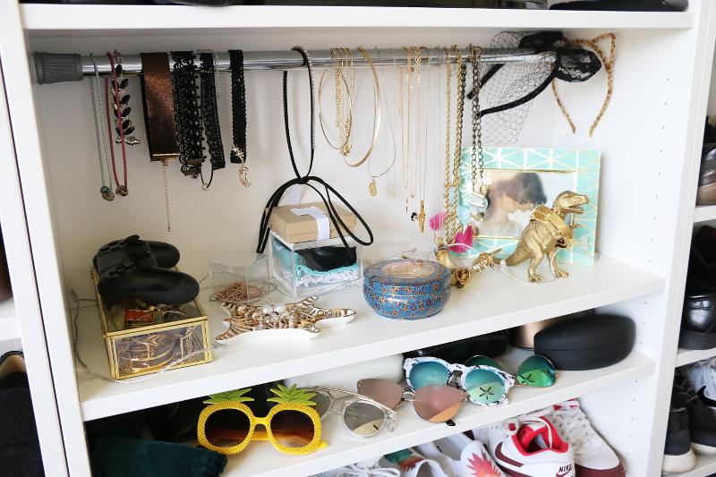accessories-jewelry-sunglasses-shelf-12