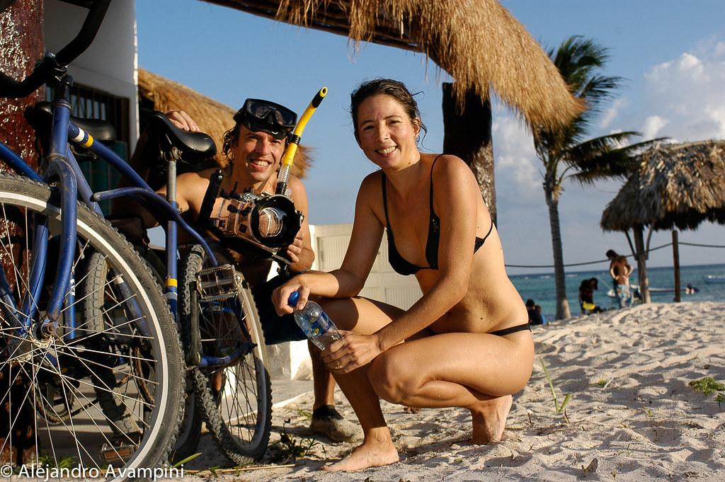 Con Cecilia edespués de snorkelear con tortugas en Akumal