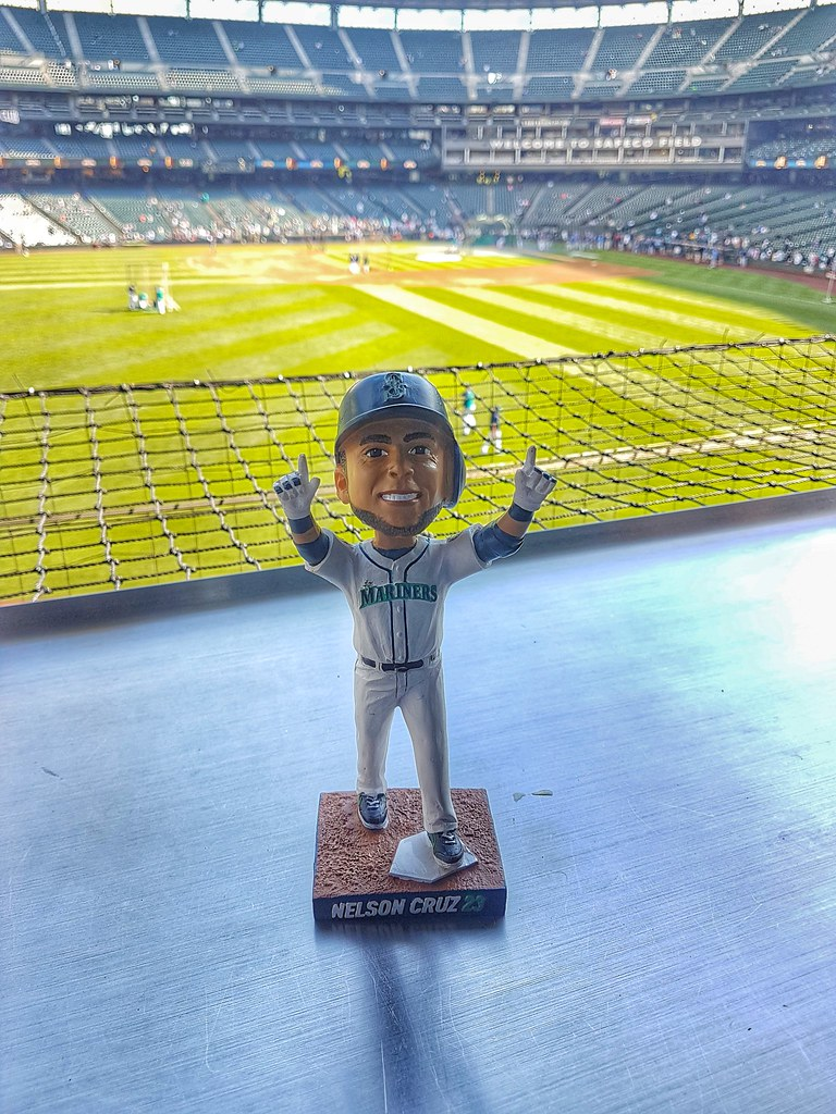 Cruz bobble head mariners