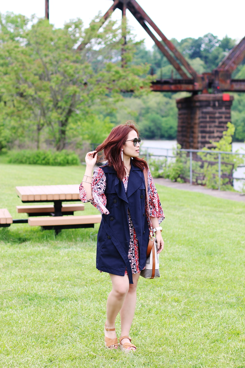 sleeveless-trench-coat-quay-sunglasses-mink-pink-dress-4