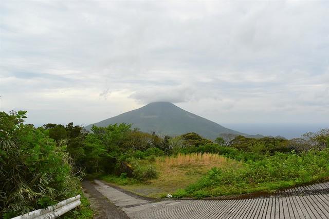 三原山登山口から見る八丈富士