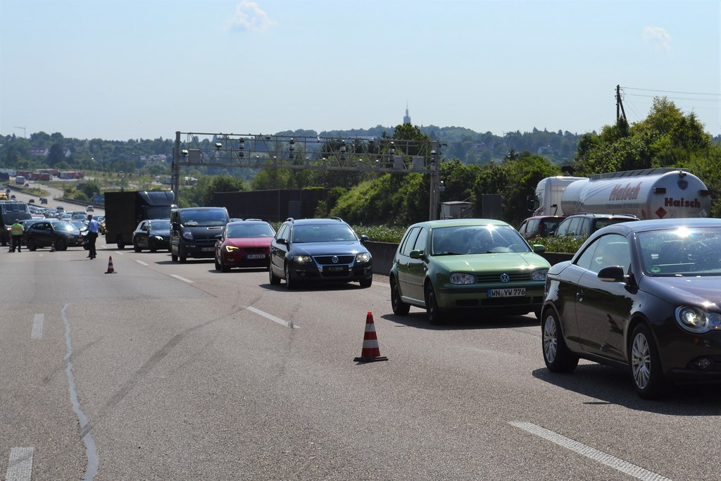 A8 zw. PF-Ost und PF-Nord - Wohnwagenunfall - 03.06.2017