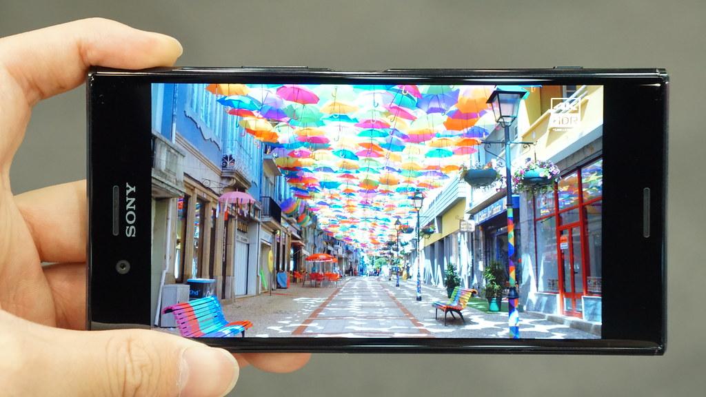 スーパースローモーション撮影が可能な「Xperia XZ Premium」