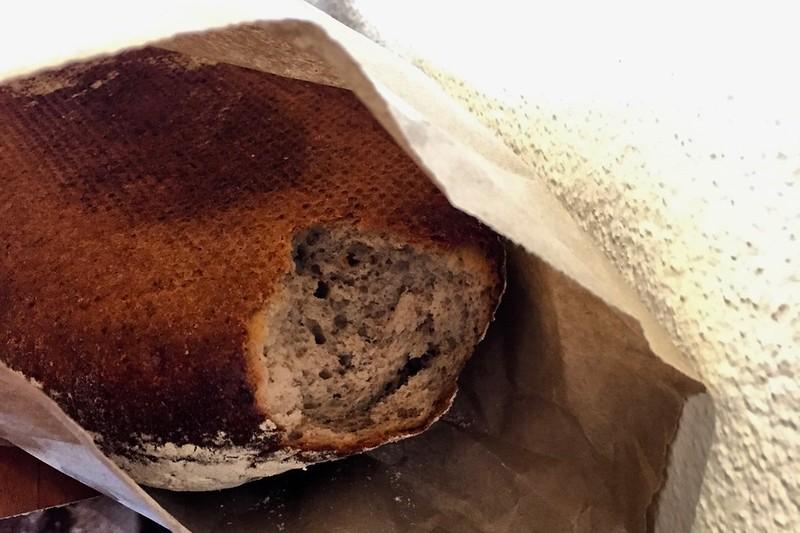 Wer hat den da an unserem Brot geknabbert? Fast wie zu Hause gibt es Brot vom deutschen Bäcker Patisserie Royale in Motueka.