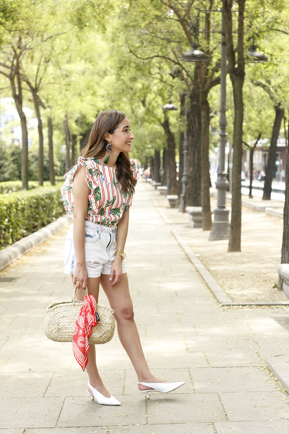 Top with stripes and ruffles midi heels ripped denim shorts summer outfit03