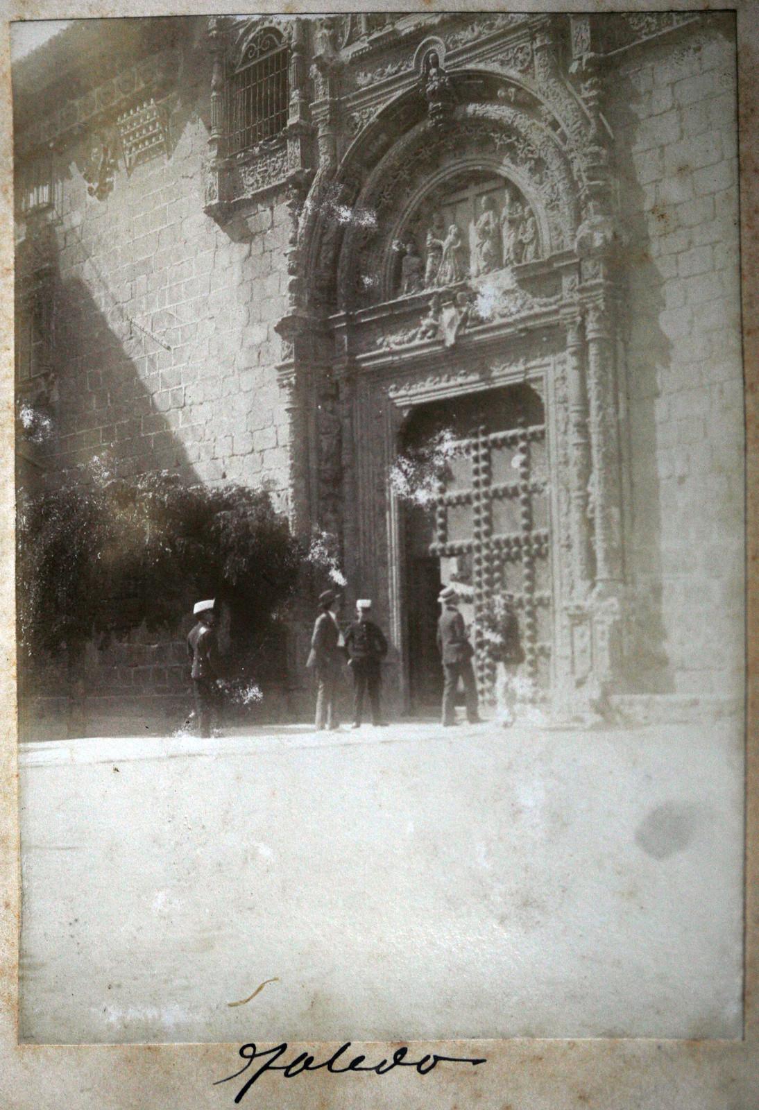 Hospital de Santa Cruz en Toledo en 1895. Fotografía de Ulpiano Checa. Coleción personal de Ángel Benito.