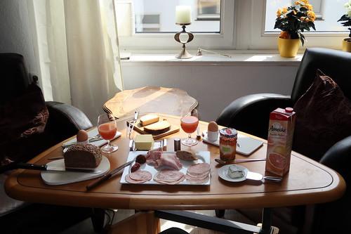 Frühstück im Wohnzimmer