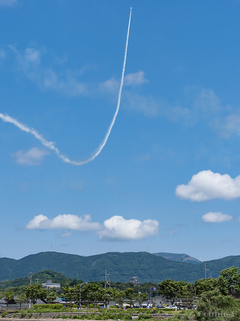Blue Impulse's rehearsal flight for the 410th anniv. of Hikone Castle (33) Knife Edge & High Rate Climb