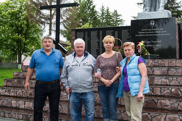 Михаил Корман, его друг Юрий (слева) и их жены