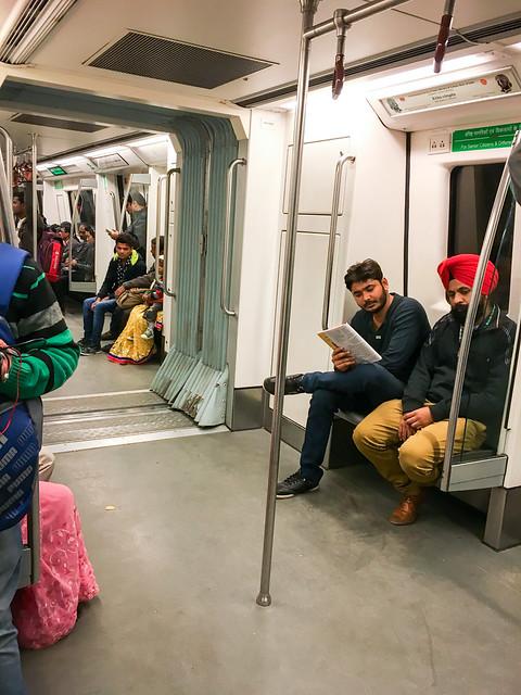 People in the metro car, Delhi, India デリー メトロ車内の人々