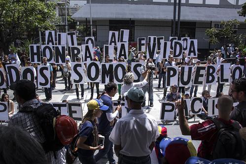 Represion en La Autopista_2016_fotos Richidgonzalez_1.JPG