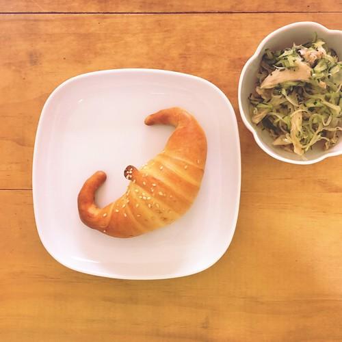 文小琪送的金牛角+涼拌洋蔥雞絲