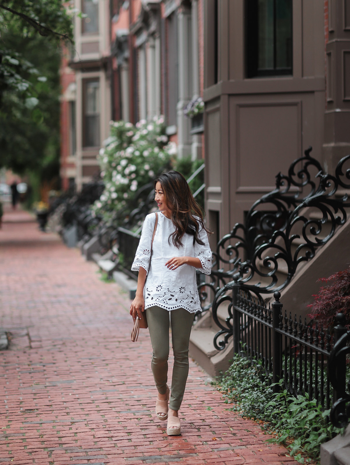 white linen tunic top olive skinny jeans outfit boston style