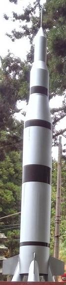 ロケットランチャー型墓碑