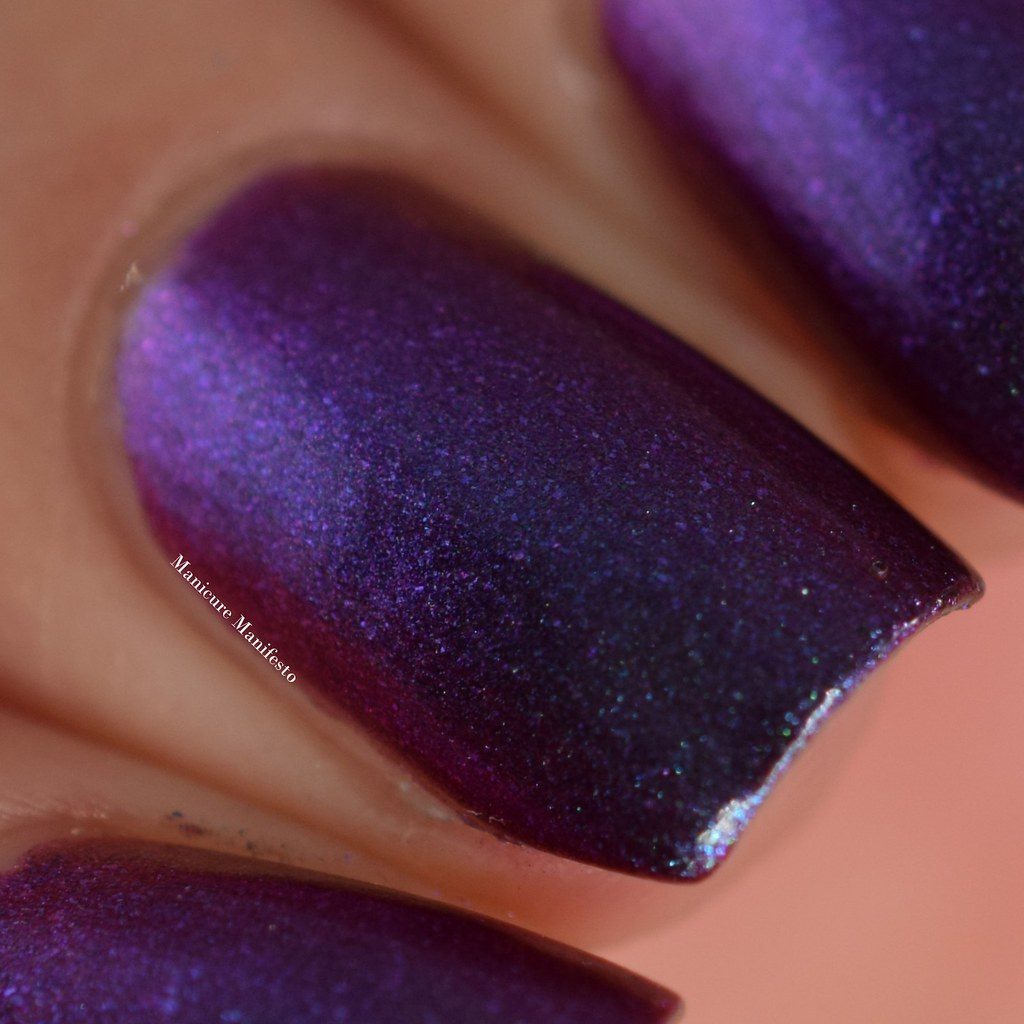 Girly Bits multichrome mandess swatch
