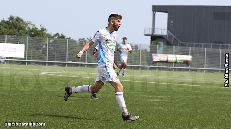 L'esultanza di Lorenzo Longo dopo il gol alla Fidelis Andria