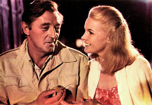 Robert Mitchum and Carroll Baker in Mister Moses (1965)