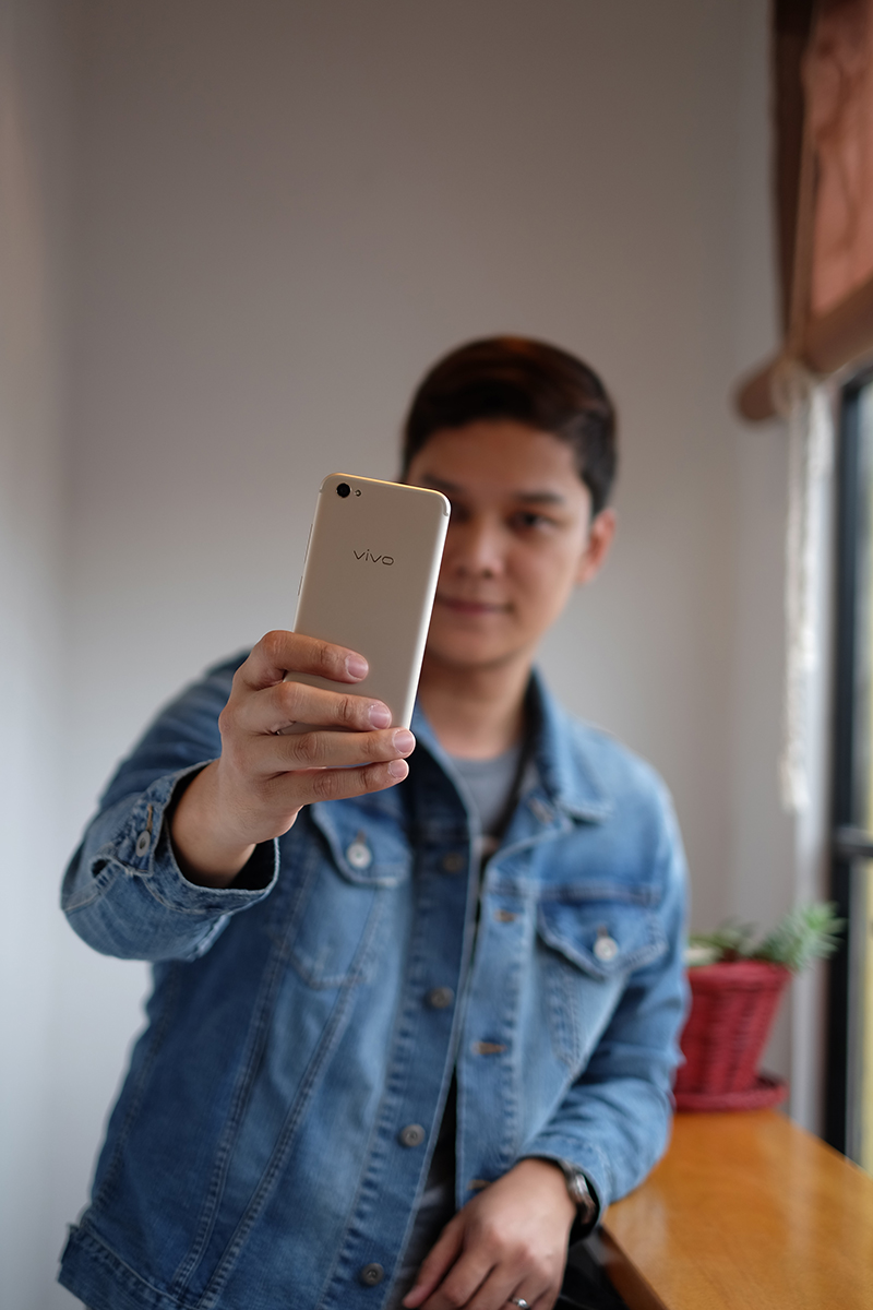 LEVEL UP YOUR SELFIE GAME WITH THE NEW VIVO V5s