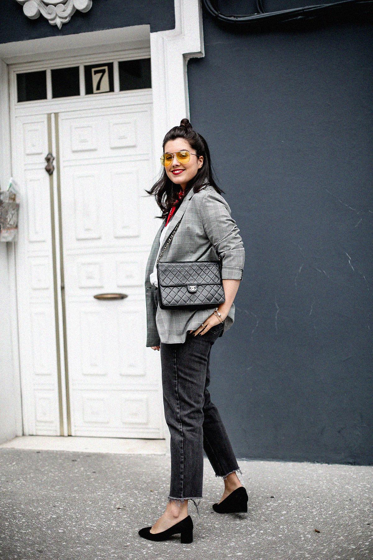 blazer-gris-cuadros-bershka-bandana-roja-mom-jeans-myblueberrynightsblog9