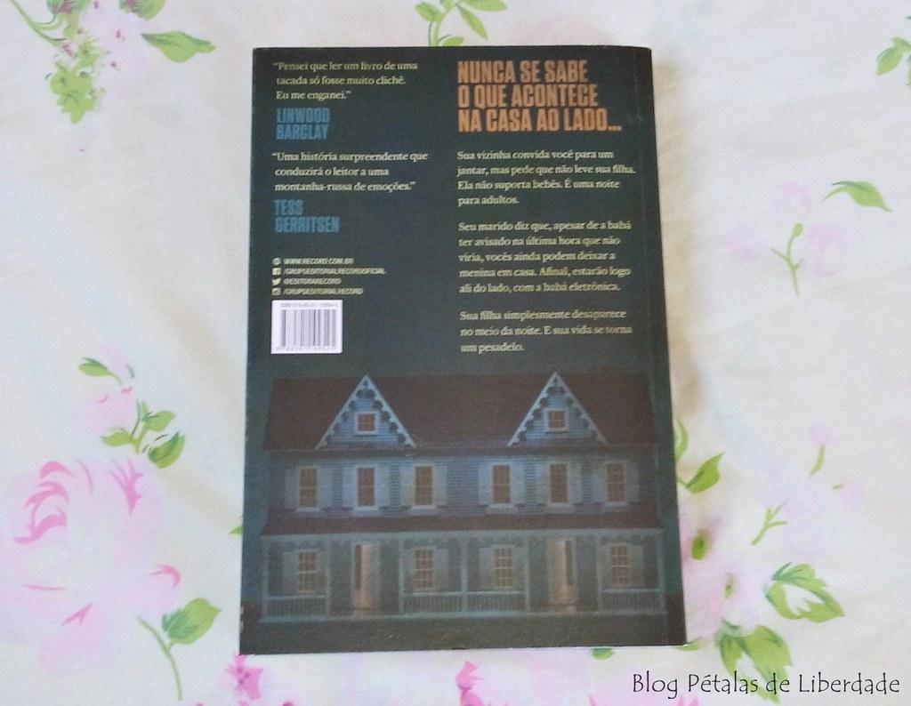 Resenha, livro, O-casal-que-mora-ao-lado, Shari-Lapena, editora-record, foto, imagem, romance-policial, diagramação, trecho, opiniao, critica, sinopse
