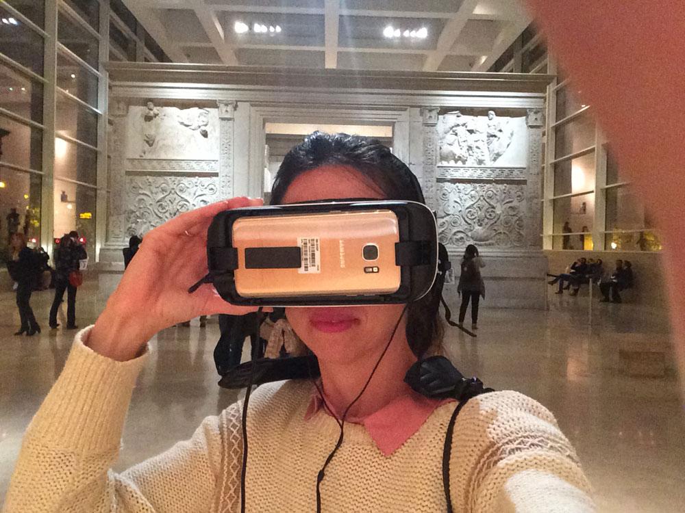 ara pacis_lara comera_realidad virtual_realidad aumentada_visor samsumg_selfie
