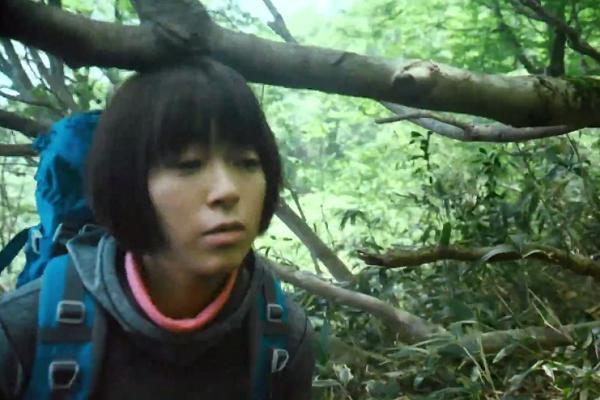 宇多田ヒカル、木の枝に頭をぶつけてしまう「#頭上注意」1
