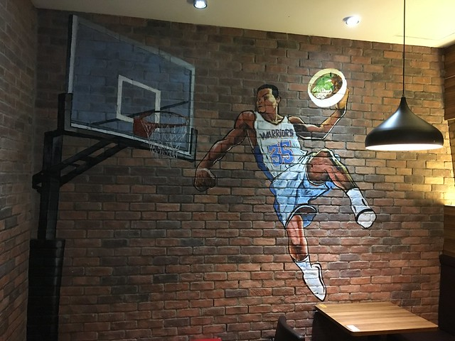Kevin Durant Slam Dunks a Bowl of Beef Noodles