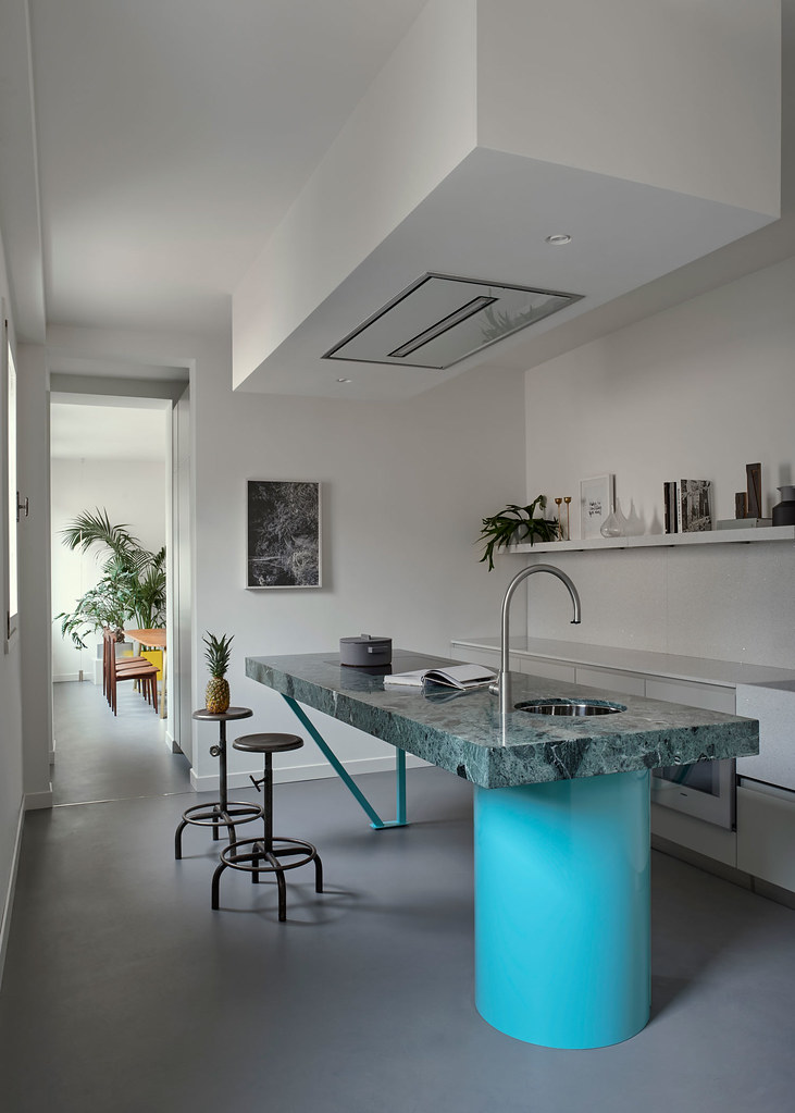 Modern floral design apartment in the heart of Venice Sundeno_03
