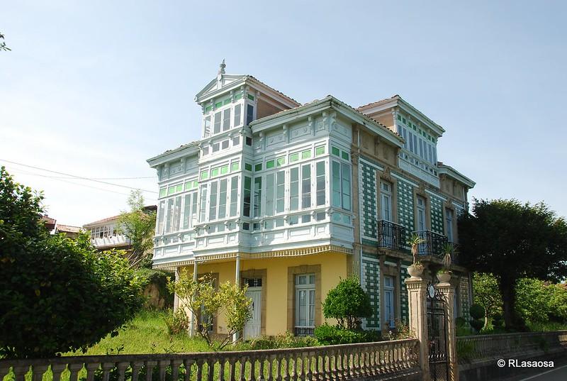 """Típica """"casa de indiano"""" a la entrada de Torazo"""