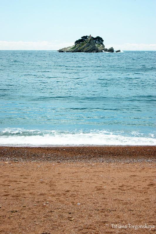 Вид с пляжа на острова
