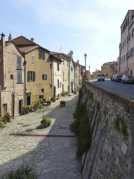 petite rue à porto maurizio