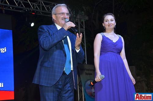 Antalya Valisi Münir Karaloğlu, Rusya Eğitim ve Kültür Derneği Başkanı Ekaterina Gündüz