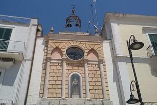 Noicattaro. Orologio della piazza front