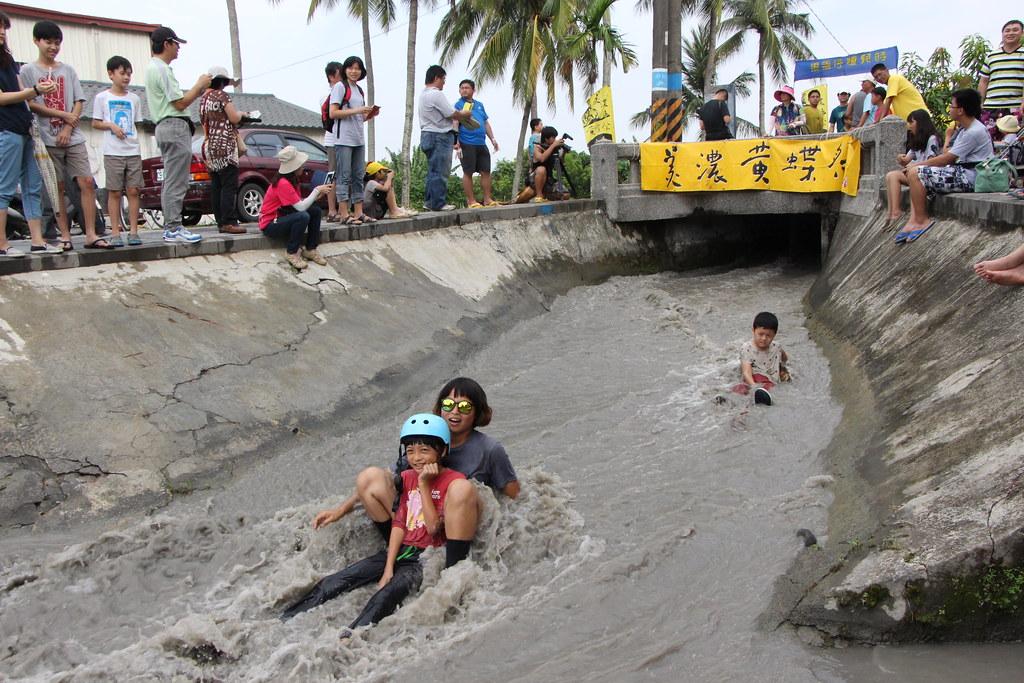IMG_9582_黃蝶祭下午則規劃美濃童年的共同回憶--穿水橋遊戲_林吉洋拍攝