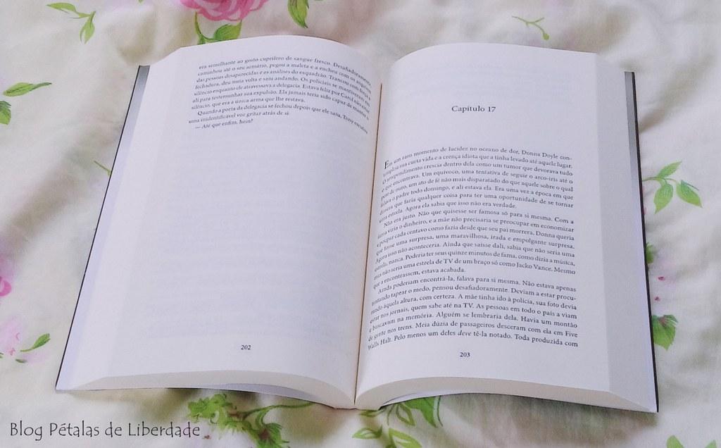 Resenha, livro, Rastros-de-Sangue, Val-McDermid, bertrand-brasil, opiniao, critica, romance-policial, serial-killer, Wire-In-The-Blood, trecho