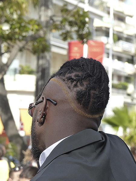 coupe de cheveux étonnante