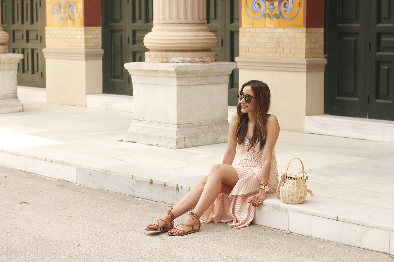 Perfect dress for summer flat sandals wicker bag céline sunnies style fashion outfit05