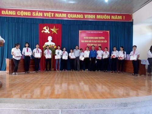 Tam Dai trao thuong hoc sinh gioi