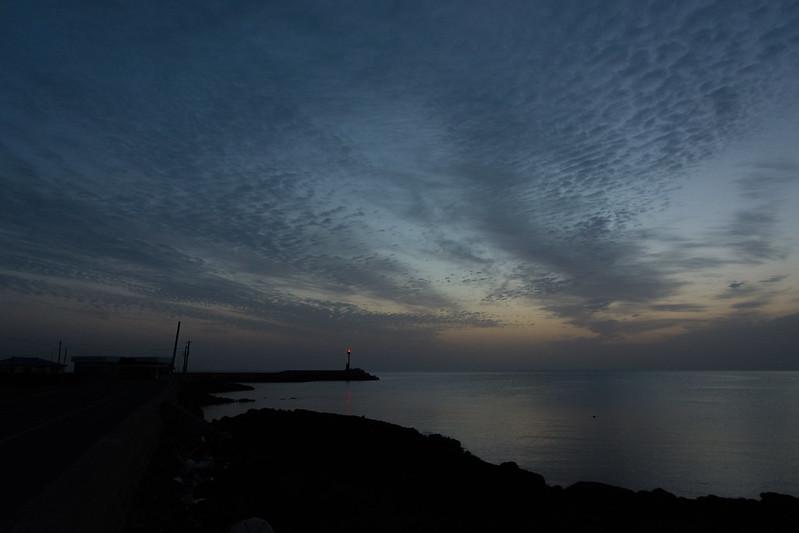 해뜨기 전 새벽 바다 하늘