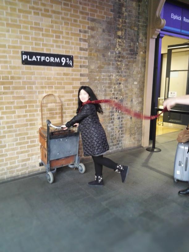 イギリスのキングスクロス駅・本場のプラットフォームハリポタ
